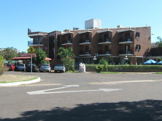 Termas Day: Vista del frente del hotel