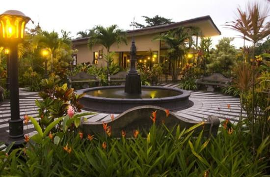 Arenal Kioro Suites & Spa: Gardens