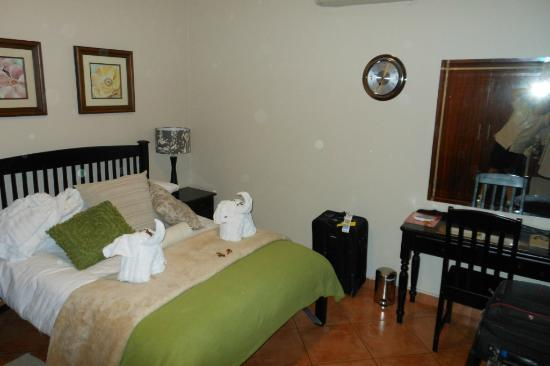AfricaSky Guest House: Bedroom in Suite