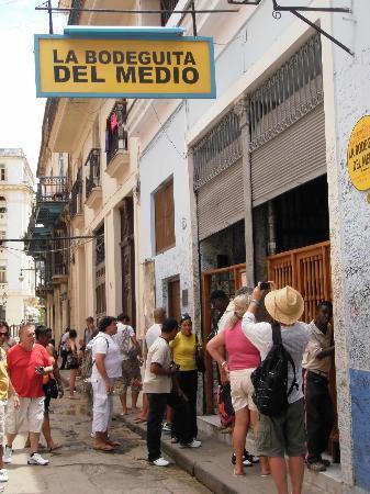 IBEROSTAR Laguna Azul: Ernest Hemingway Bar in Havana