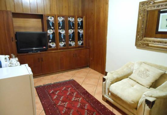 AfricaSky Guest House: Living Room in Suite