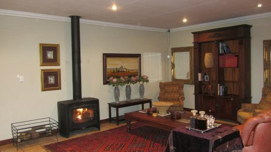AfricaSky Guest House: Sitting Room in main building.