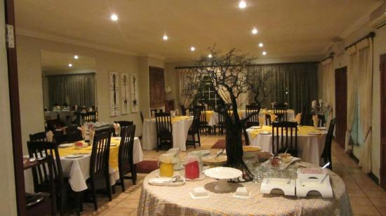 AfricaSky Guest House: Dining Room