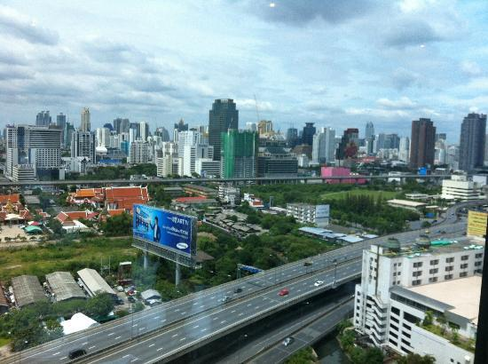 Golden Tulip Sovereign Hotel Bangkok: View from the club lounge