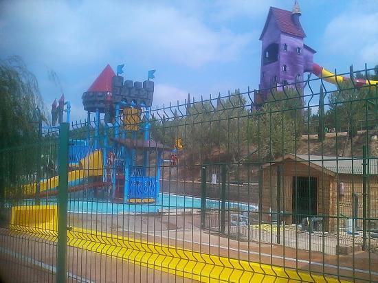 La piscina grande es amplia y est climatizada la for Camping con piscina climatizada en tarragona