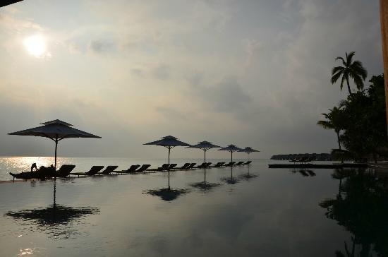 Anantara Kihavah Maldives Villas : Anantrara Pool Bar