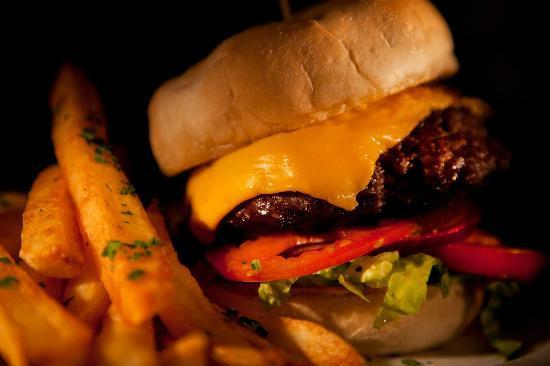 Edelweiss Lodge & Spa: Classic Blonde Bear Burger