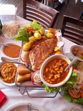 Moenda Calamares Restaurante Bombinhas - SC: Anchova grelhada