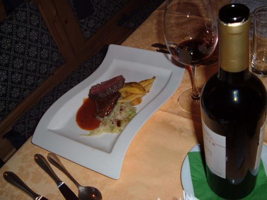 Berghotel Zirm: Tagliata di cervo a cena
