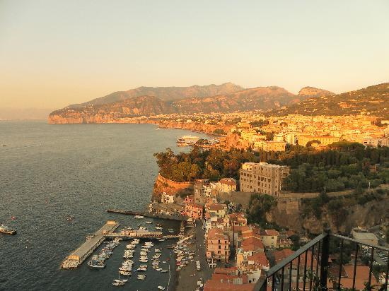 Hotel Bristol: View of Sorrento at Sunset