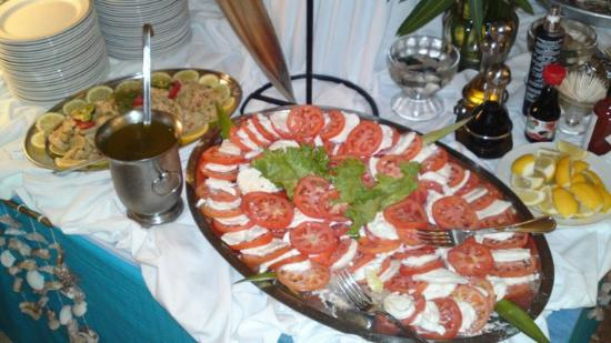 Le Beach Hotel: Tomate mozarella du buffet langouste