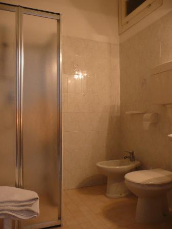 Hotel Danubio: BAGNO