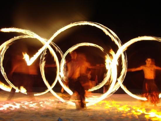 Sun Palace: Fire show on the beach