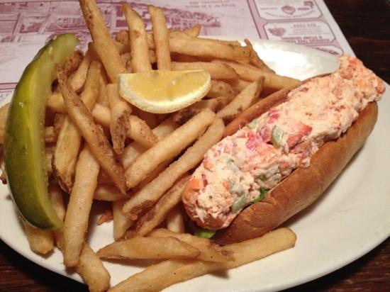 Truant's Taverne: Lobster Roll