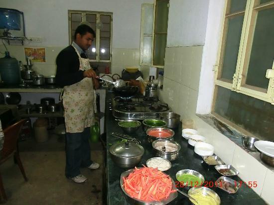 V Resorts Adhbhut Jaipur: notre repas en préparation