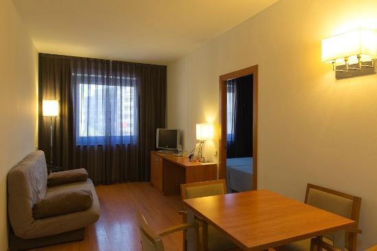 โรงแรมอาซุล บาร์เซโลน่า: living room 55