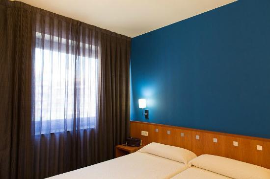 โรงแรมอาซุล บาร์เซโลน่า: bedroom - room 55