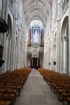 Cathedrale Notre Dame de Evreux: Blick zum Eingang mit der Orgel