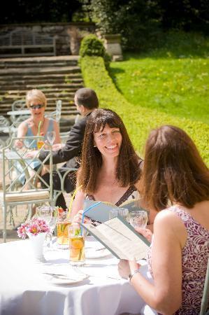 Middlethorpe Hall Restaurant: Al-fresco luncheon over the summer months