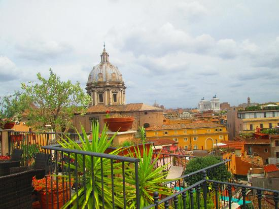 Boutique Hotel Campo de Fiori: we never got tired of taking rooftop pics!