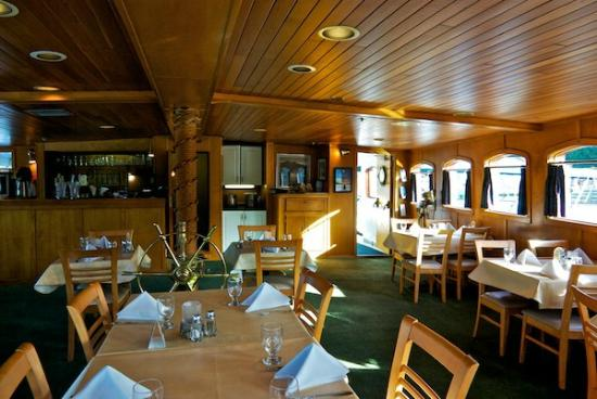 Canadian Princess Fishing Lodge & Marine Adventures: Beautifully refurbished Quarterdeck dining room