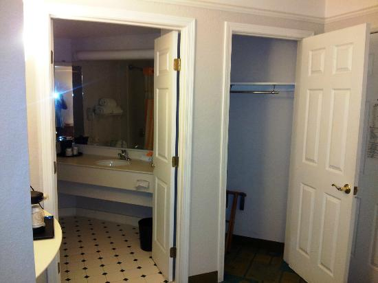 La Quinta Inn & Suites Ft. Lauderdale Plantation: Closet space
