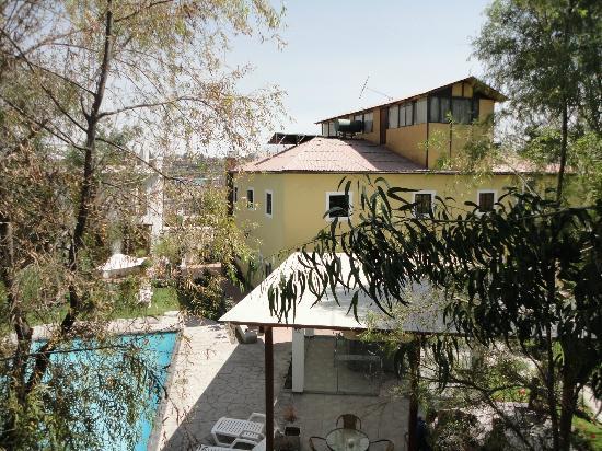 Queen's Villa Hotel Boutique: Pool area