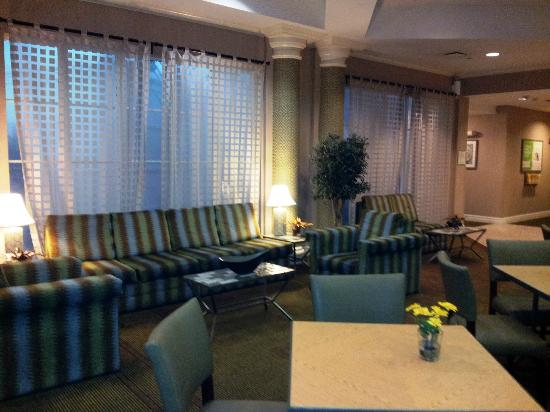 La Quinta Inn & Suites Ft. Lauderdale Plantation: Dining area in lobby