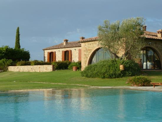 Podere Dionora: Pool, Breakfast Room, Restored Stable