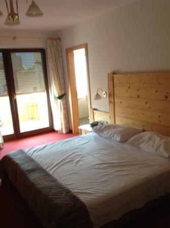 Hotel Falken: room