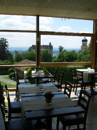 Ambiente da Pino: Der Wintergarten, auch hier mit Aussicht über das Schloss bis hin zum Bodensee und weiter.
