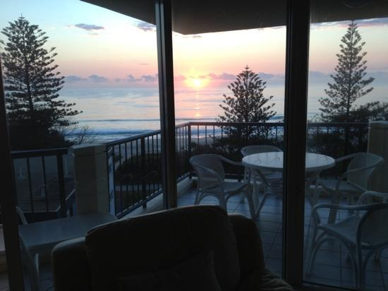 Oceana on Broadbeach: sunrise in room 80