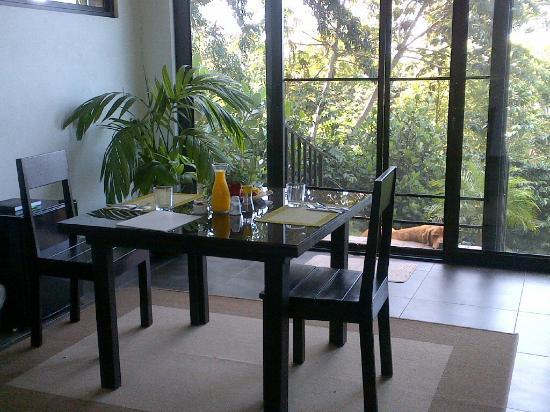 The Guest Suites at Manana Madera Coffee Estate: Desayuno con Chubbs