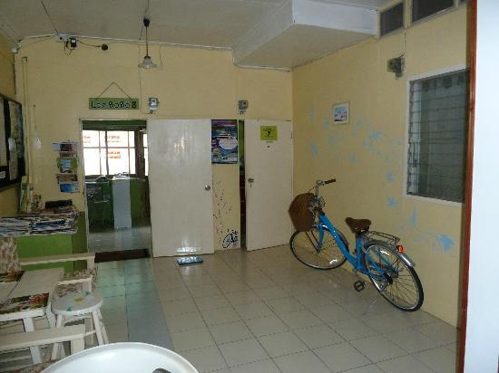 Les Bobo's Backpacker Hostel: lobby