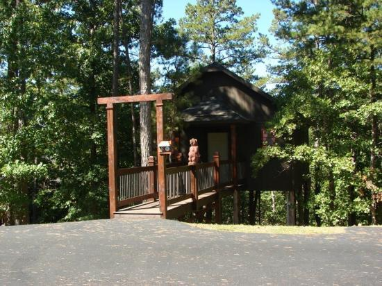Oak Crest Cottages and Treehouses: Cutest treehouse ever!