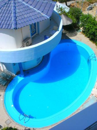 Amoudara Manos Studios Hotel: Pool terrace
