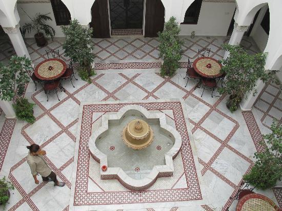 Riad Nasreen: courtyard