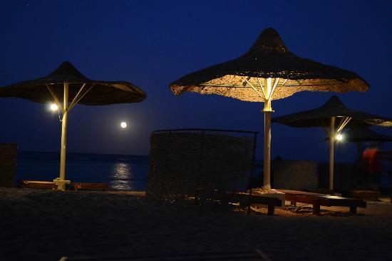 Flamenco Beach and Resort: La spiaggia dopo il tramonto