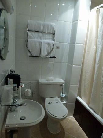 Devoncove Hotel: Bathroom