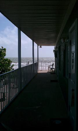 Schooner Hotel: View of the beach from the room