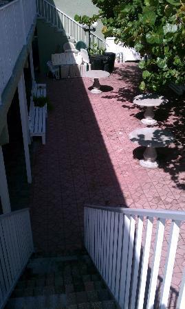 Schooner Hotel: Courtyard