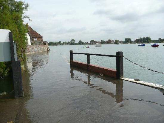 Millstream Hotel & Restaurant: Bosham with the tide in.