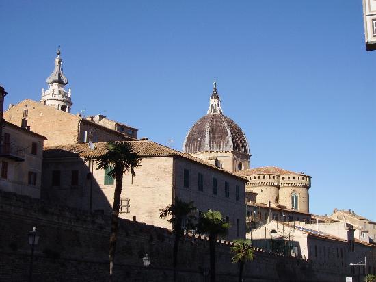 San Gabriele Hotel: vista dall'ingresso dell'albergo