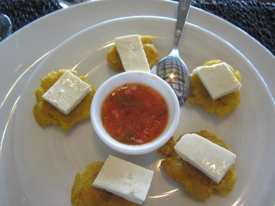 Semilla Verde Lodge & Spa: Fried plantains with cheese and salsa