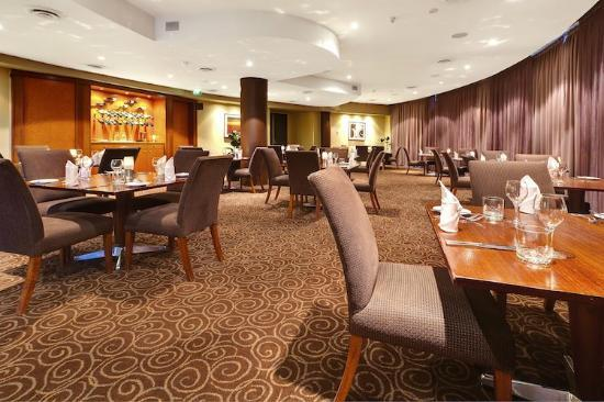Steeds Club Grill & Bar: Our Decor