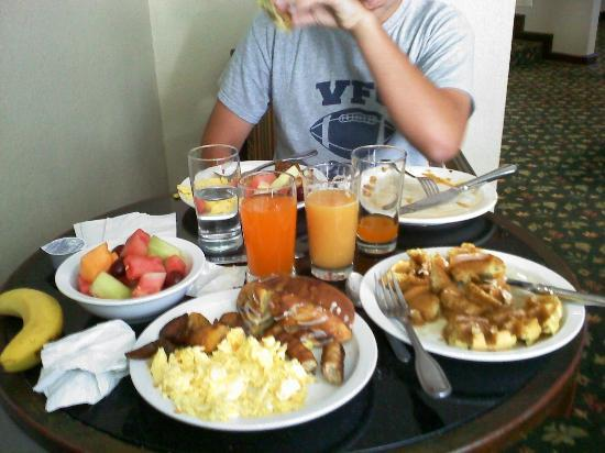 Country Inn & Suites by Radisson, Sunnyvale, CA: Country Inn Buffet..Awsome!