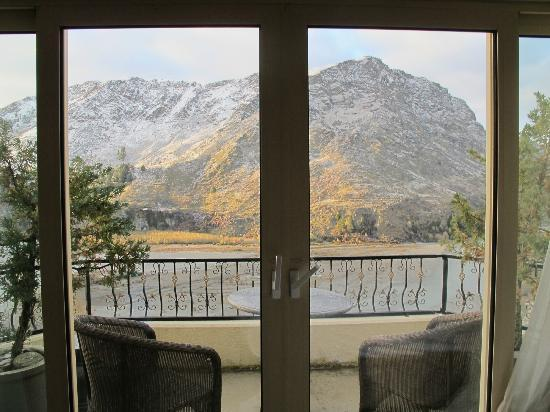 Nugget Point Queenstown Hotel: View from our room looking out onto our balcony