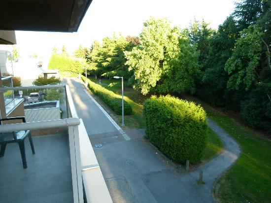 Ramada Limited Vancouver Airport : view from our room