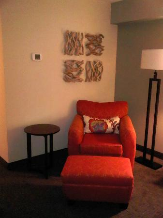 Coast Kamloops Hotel & Conference Centre: Comfy chair in room