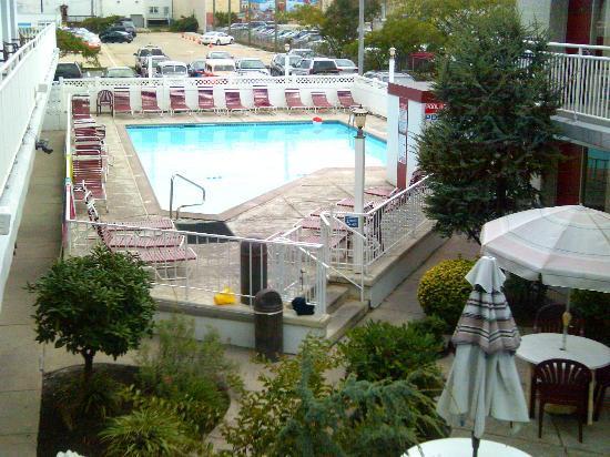 Pavilion Motor Lodge: pool 